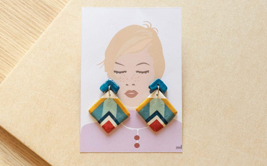 Illustrazione collezione Texture '60 | orecchini pendenti rombo