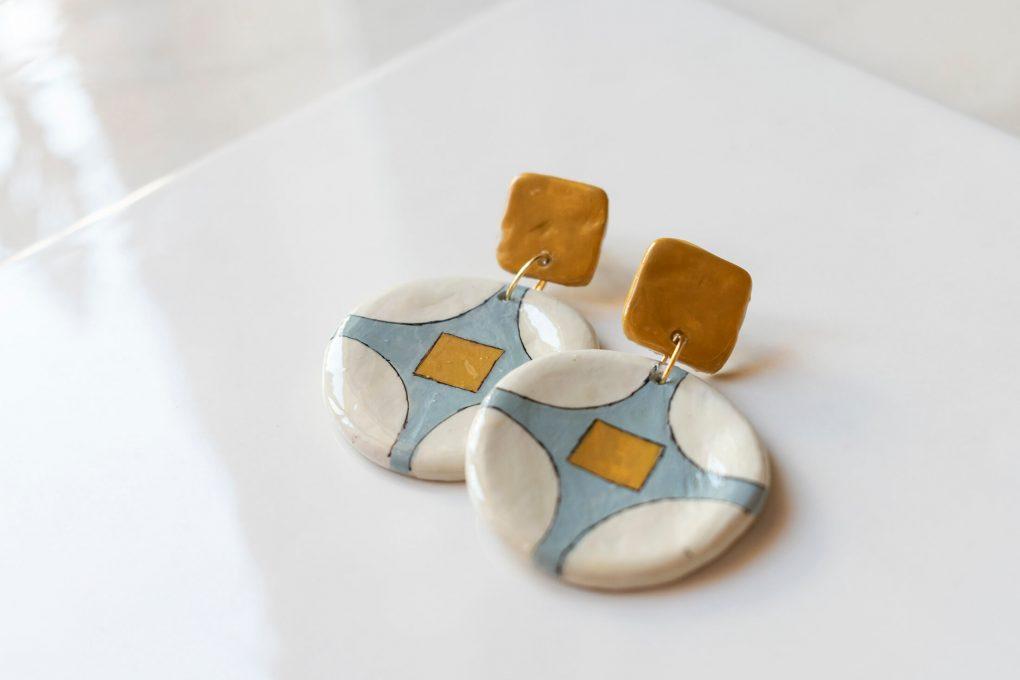 Orecchini pendenti tondi a bottone vintage della collezione Texture '60