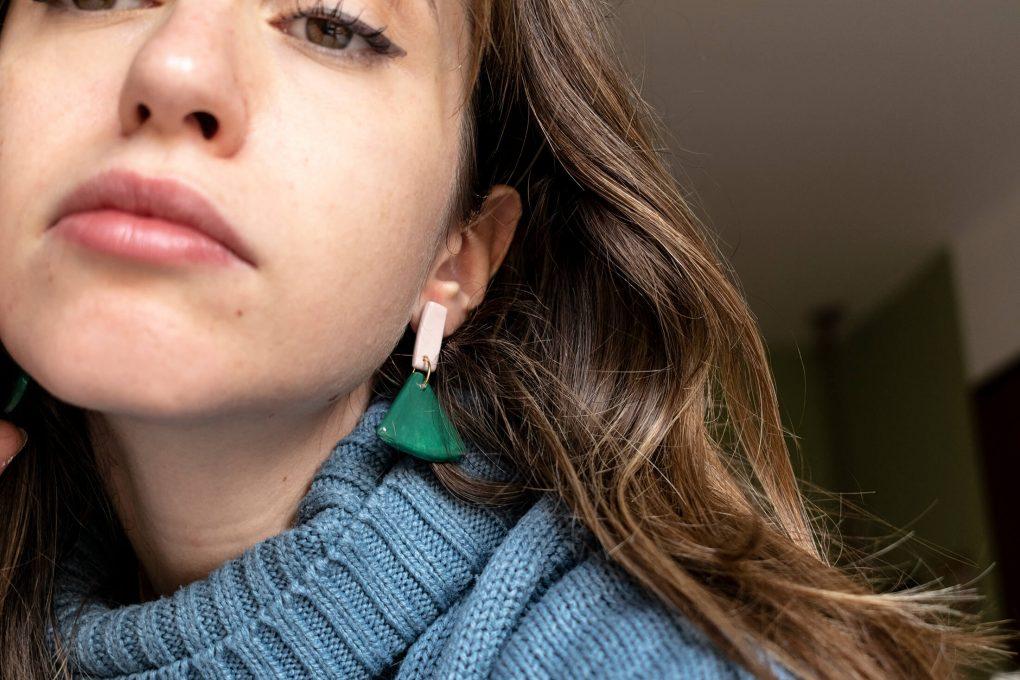 Minimal 60: orecchini pendenti in ceramica siciliana dipinti a mano, color verde bottiglia