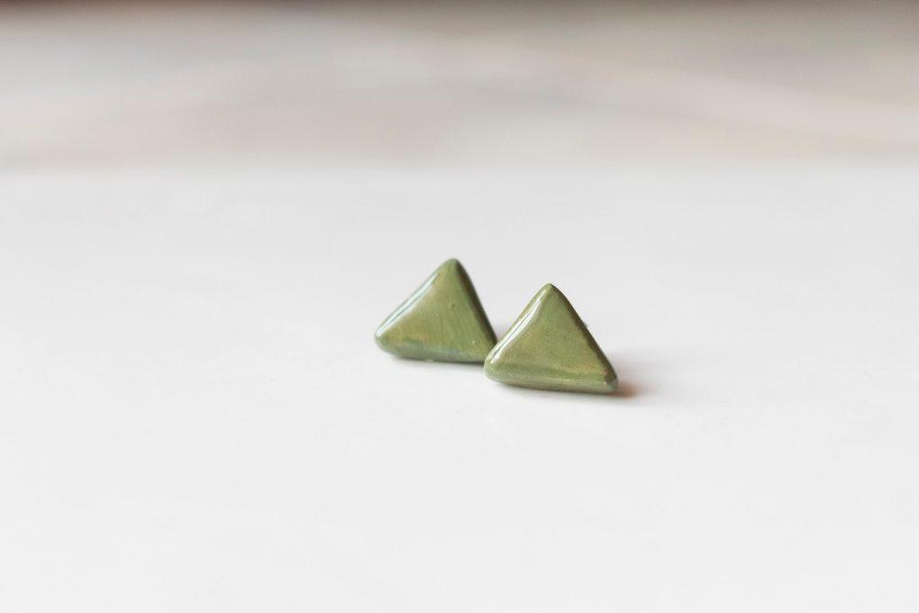 Orecchini lobo verdi in ceramica siciliana: Minimal minitria