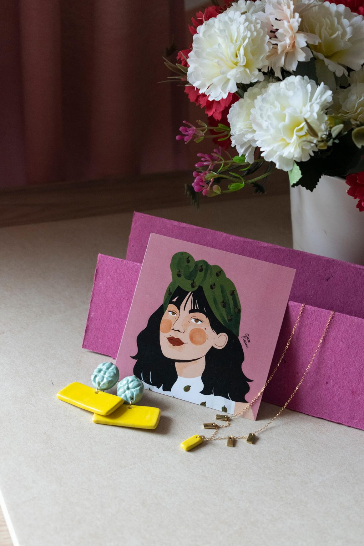 Orecchini e collana girocollo artigianale Lucia con maiolica siciliana in rilievo, orecchini artigianali, orecchini in ceramica, collana in ceramica, maioliche siciliane, collezione Armamè