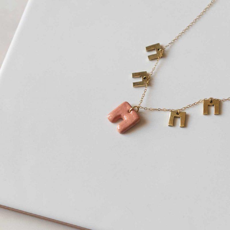collana girocollo in ceramica artigianale e prendenti in ottone, collana artigianale, collana Maria collezione Armamè