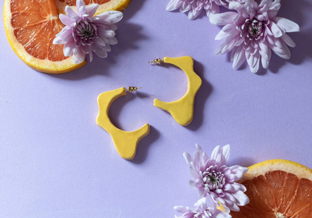 Orecchini a cerchio Ionica, arancio, orecchini ceramica smaltata e dipinta a mano