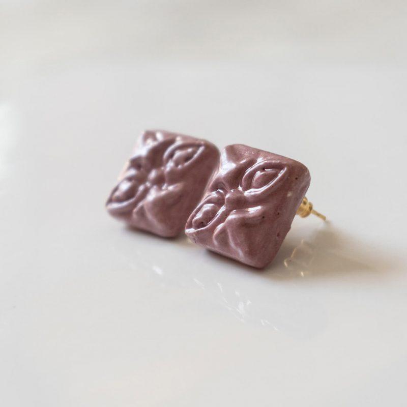 Orecchini Agata con maiolica siciliana in rilievo, orecchini artigianali, orecchini in ceramica, maioliche siciliane, orecchini lobo estivi, orecchini bottone maioliche