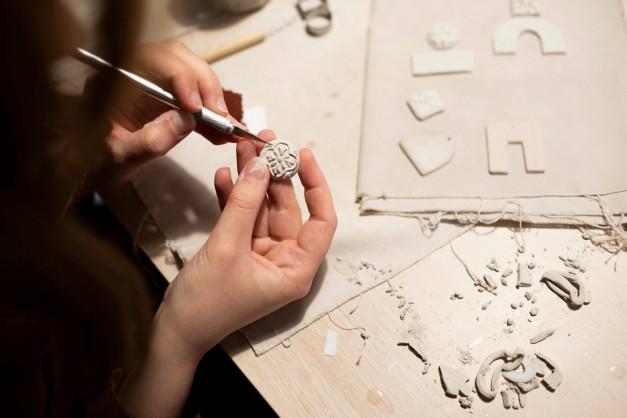 Tecnica gioielli in ceramica artigianale, gioielli siciliana, ceramica siciliana, armamè, nuova collezione gioielli in ceramica